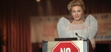 Mrs. America zit vol met pittige debatten tussen conservatieve huisvrouw en haar feministische opponenten
