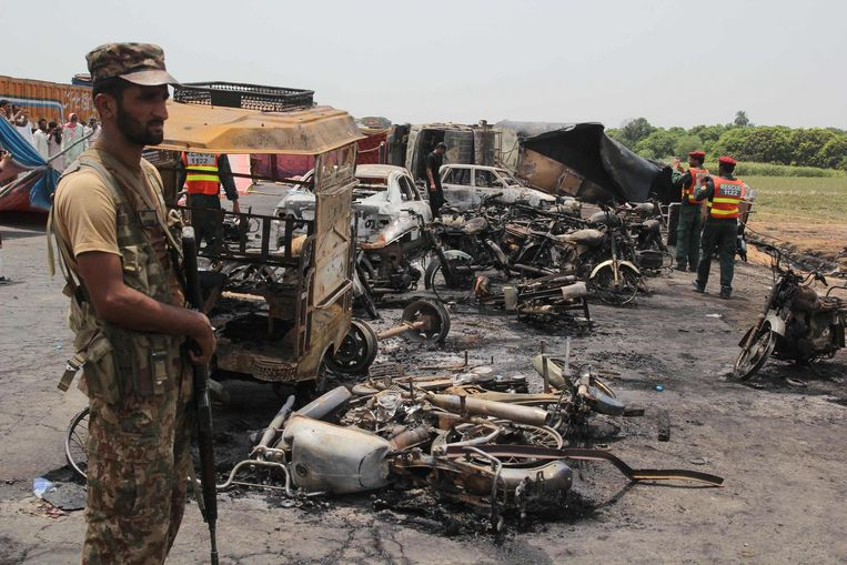 Bij de ontploffing van een tanktruck kwamen meer dan 150 mensen om het leven. Beeld afp
