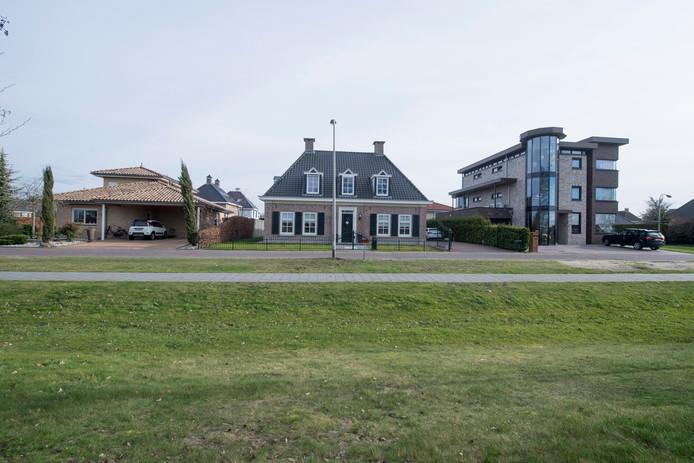 Enkele van de zeer grote huizen in de wijk Noordoost.