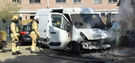 Bedrijfsbus vat vlam in Arnhem