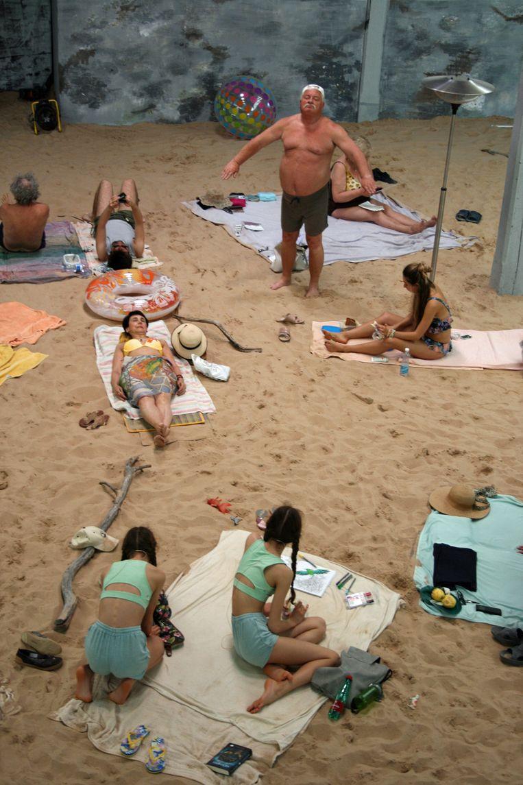 Sun & Sea in het paviljoen van Litouwen.  Beeld Anna van Leeuwen