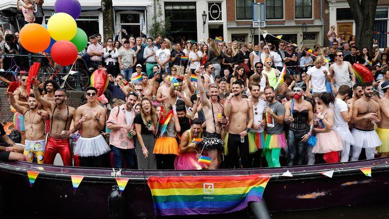 Publiek langs de route van de jaarlijkse Canal Parade Beeld anp