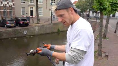 Nederlandse YouTuber Enzo Knol vist wapen op uit stadsgracht