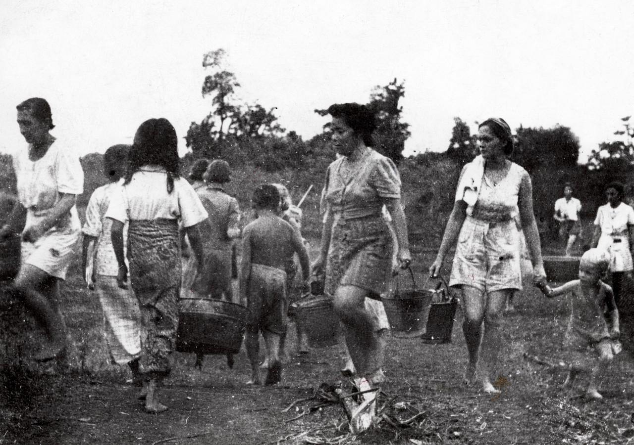 'In het vrouwenkamp Kampili, niet ver van Makassar, hebben wij jaren gezwoegd in een landbouwkamp.'