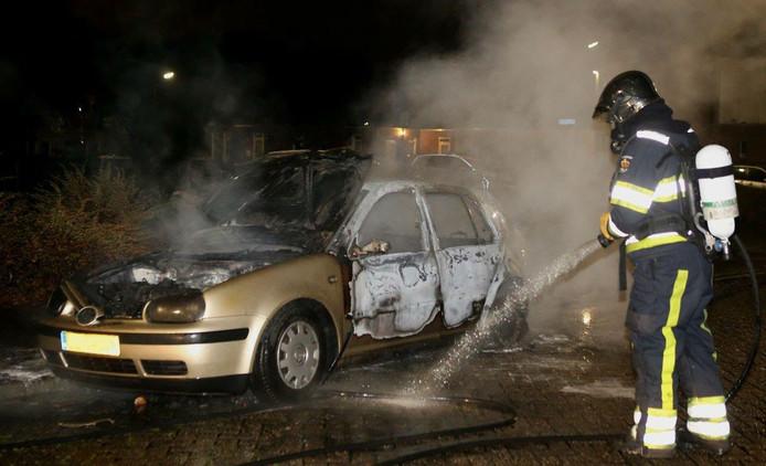 Door de brand maakte de auto kortsluiting en ging de auto van zelf rijden.