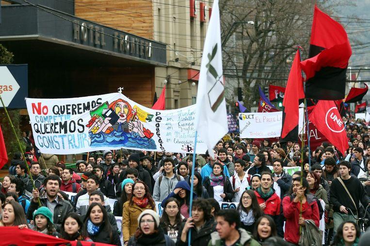 Chileens studenten protesteren in Temuco, Chili. Zij eisen radicale veranderingen in het educatiesysteem. Juni 2015. Beeld null