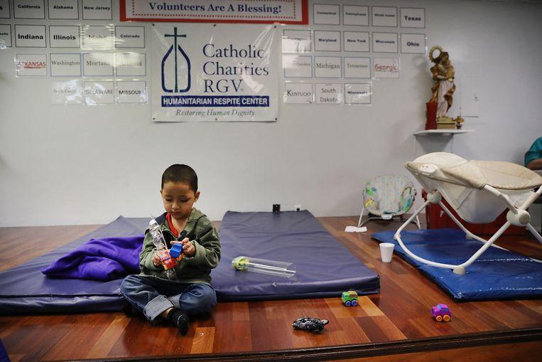 Een Hondurees kindje in een opvangcenter aan de Mexicaanse grens.