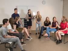 Sallandse scholieren lovend over Jan Terlouw: Hij weet overal een antwoord op