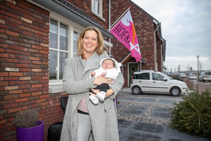 Geluk in Park Triangel: Marijke van Mannekes met dochter Evy, van twee weken.
