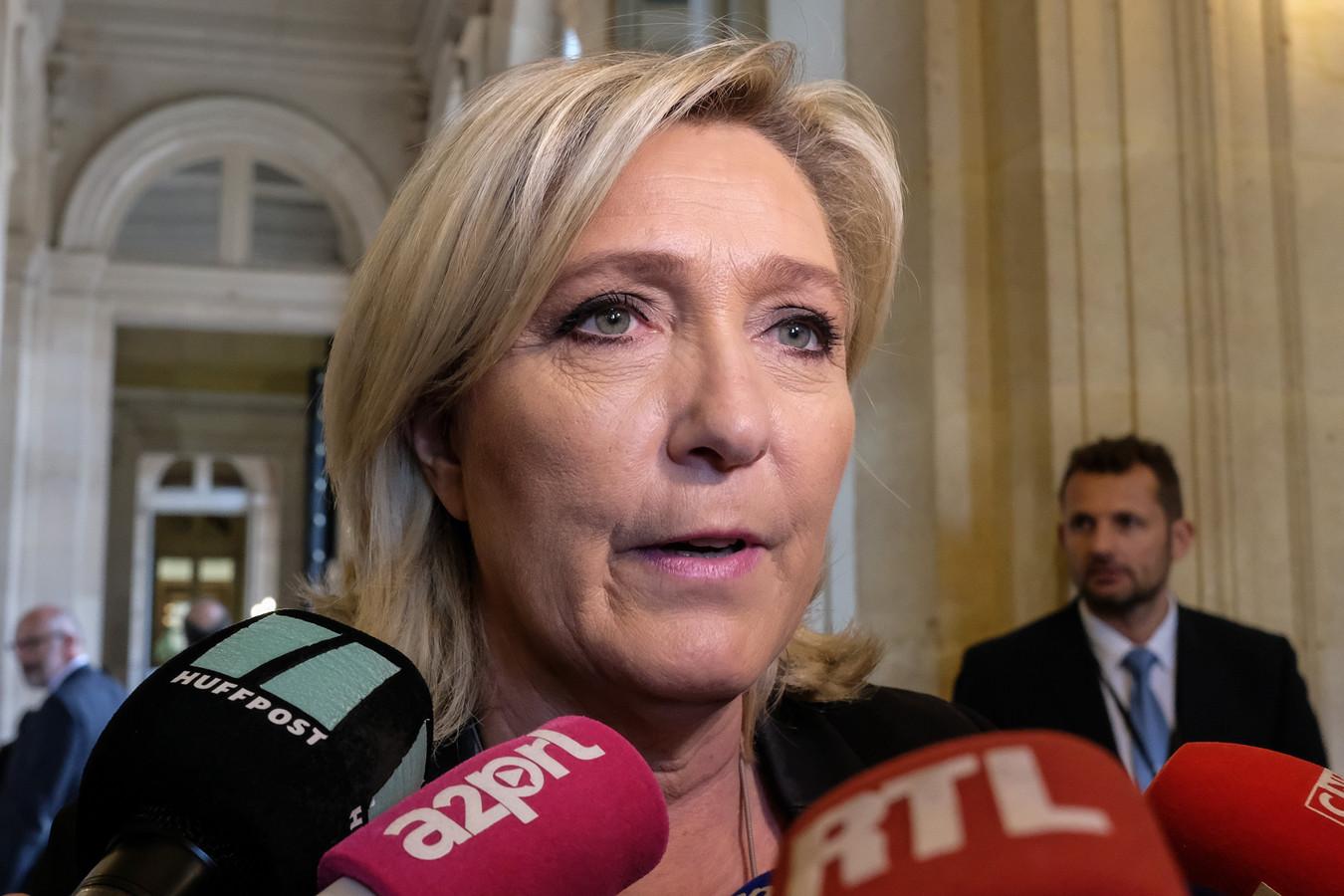 Marine Le Pen répond aux questions des journalistes à l'Assemblée nationale, Paris, France, le 28 mai 2019.