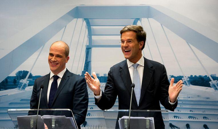 Samsom en Rutte presenteren hun regeerakkoord, november 2012. Beeld ANP