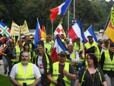 Ruim tachtig gele hesjes lopen protestmars in Tiel