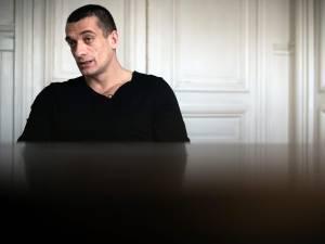 Piotr Pavlenski et sa compagne en garde à vue