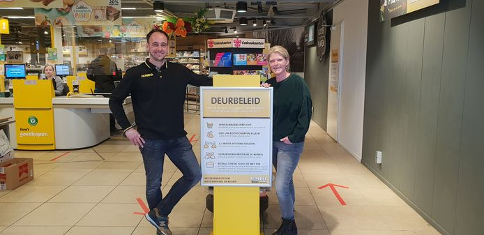 Bij Jumbo Broos in Oud Gastel heeft ondernemersechtpaar Sebastian en Diana Frik-Broos zelf een deurbeleid ingevoerd.