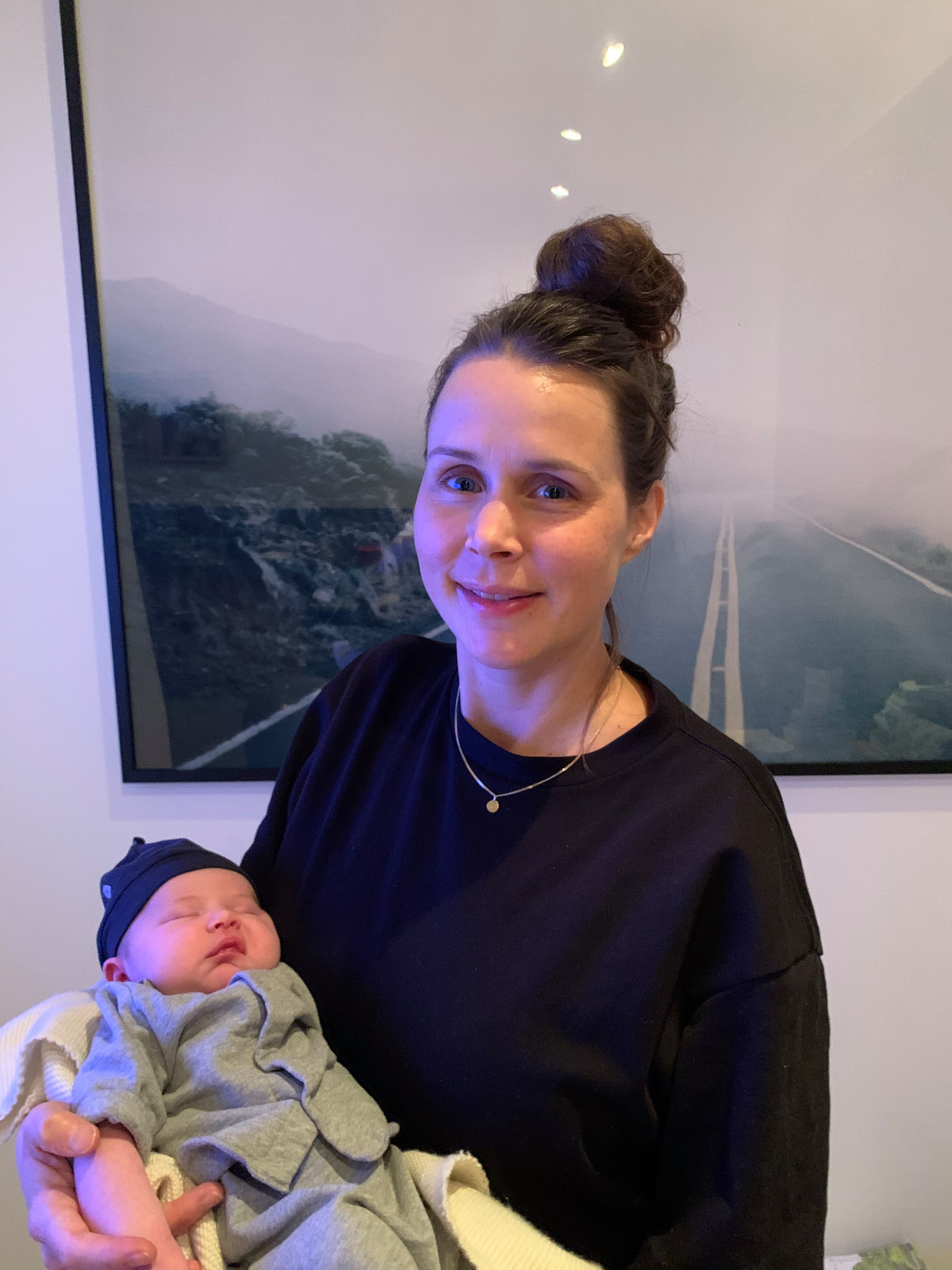 Linda Cuvelier is net moeder geworden van Bobbi. Ze houdt raamvisite in plaats van kraamvisite.