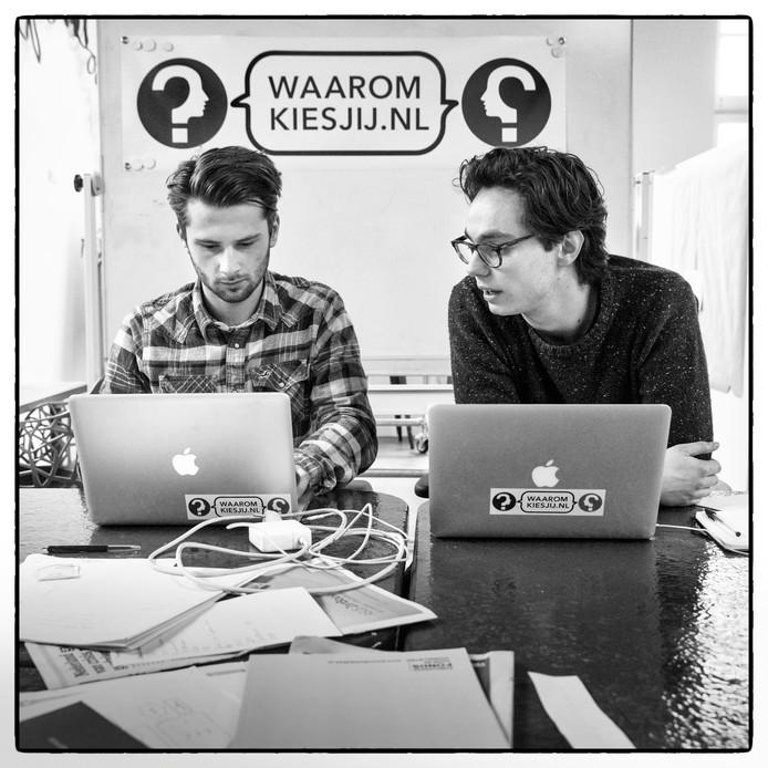 Leon Horbach (l) en Sem Houben richtten de debatteersite Waaromkiesjij.nl op.