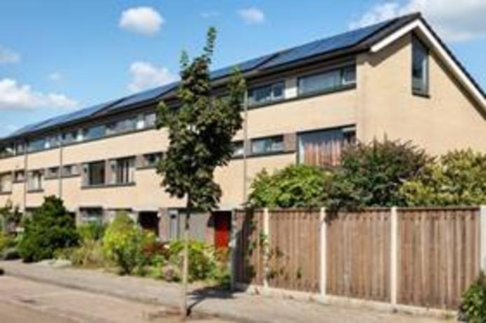Ook in de wijk Naastenbest in Best liet woningcorporatie Woonbedrijf zonnepanelen plaatsen.