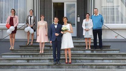 """Eerste 'coronahuwelijk' in De Haan: """"We keken hier zó hard naar uit, van uitstellen was geen sprake"""""""