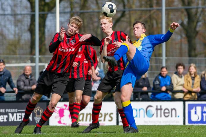 Scott Wold (rechts) scoorde twee keer voor Delden.