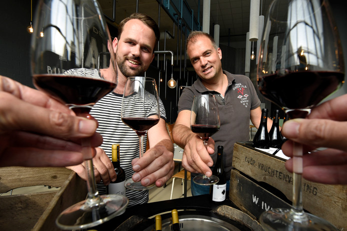 Remmer Meijer van wijnwinkel Saudade en Frans van Hall van de Hall organiseren samen op 23 september een nieuw en groot wijnevenement met wijnmakers, masterclasses, workshops en proeverijen voor doorgewinterde wijnprofs en beginnende wijnliefhebbers.