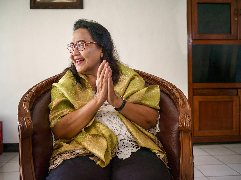 Emalia Sukarni-Lukman in het Proclamatiemuseum in Jakarta.