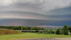 Hele dag code geel: KMI waarschuwt voor onweer, regen, hagel en fikse windstoten