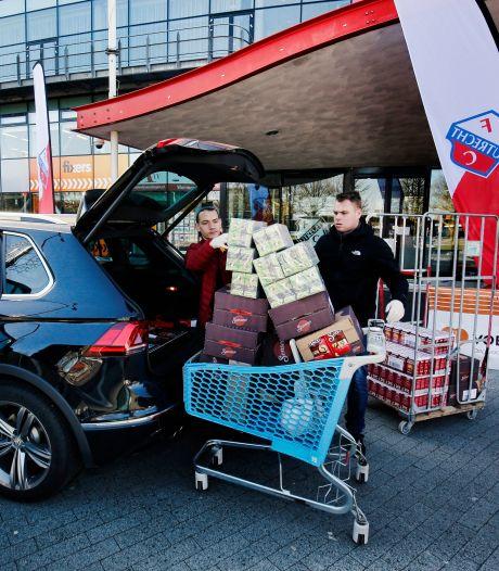 FC Utrecht 'hamstert' voor de voedselbanken: 'Wij Utrechters moeten mekaar helpen'