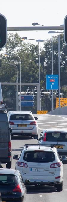 Verwarring op nieuwe kruising bij A12 Ede: waar je eerst linksaf moet, is dat nu rechtsaf