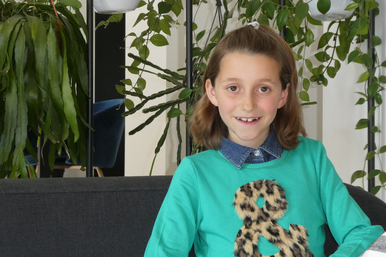Juna Groenevelt (9) reist zondag naar Hilversum. Ze doet in de finale mee aan de verslaggeverswedstrijd van het Jeugdjournaal.
