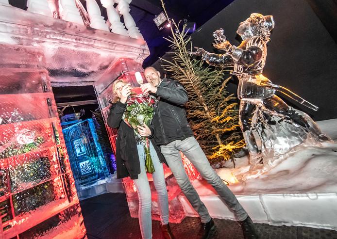 Zwolle huwelijksaanzoek bij ijsbeeld Romeo & Julia© 2019 Frans Paalman Zwolle