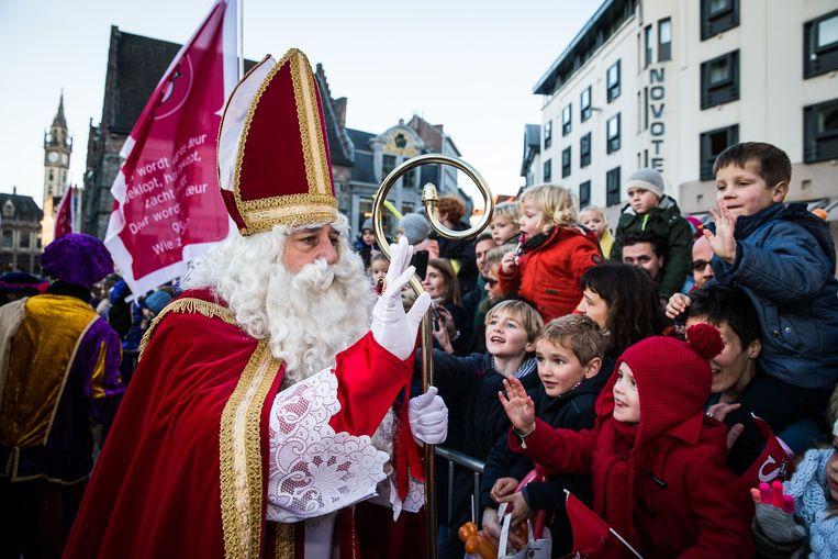 Sinterklaas komt elk jaar naar de Gentse Stadshal.
