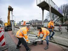 Straatbeeld: De slijptol gaat in voetgangersbruggetje Orthen