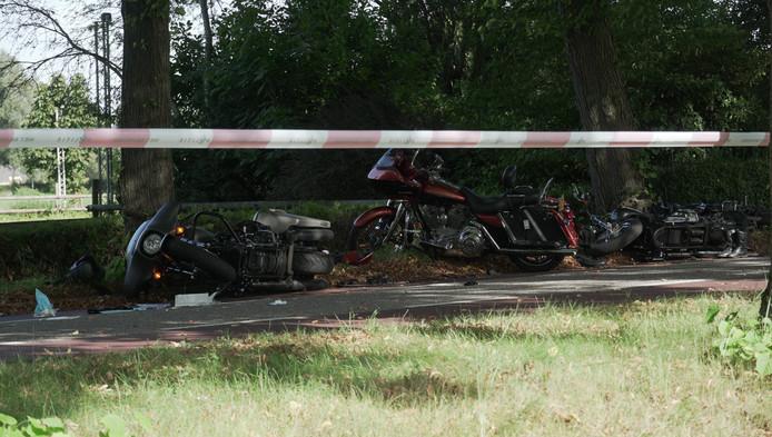 De motorrijders werden van achteren geschept en kwamen ten val.