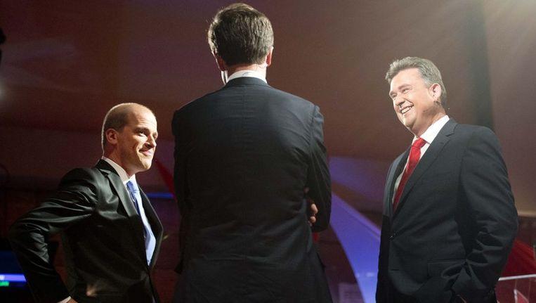 Rutte, op de rug gezien, kijkt tijdens een van de vele debatten naar de lachende gezichten van Samsom (l) en Roemer. Beeld anp