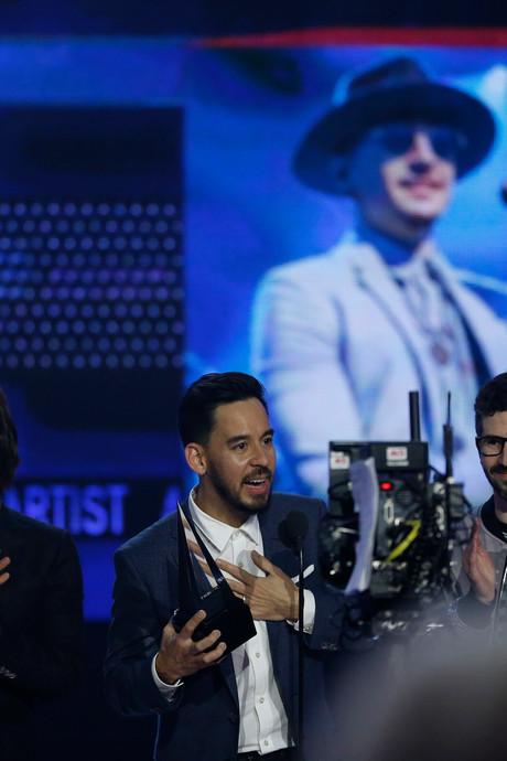 Linkin Park draagt Music Award op aan overleden zanger