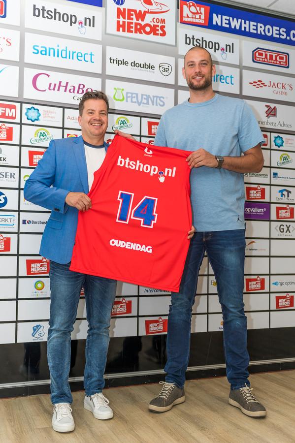 Bob van Oosterhout (l) met naast hem Nick Oudendag.
