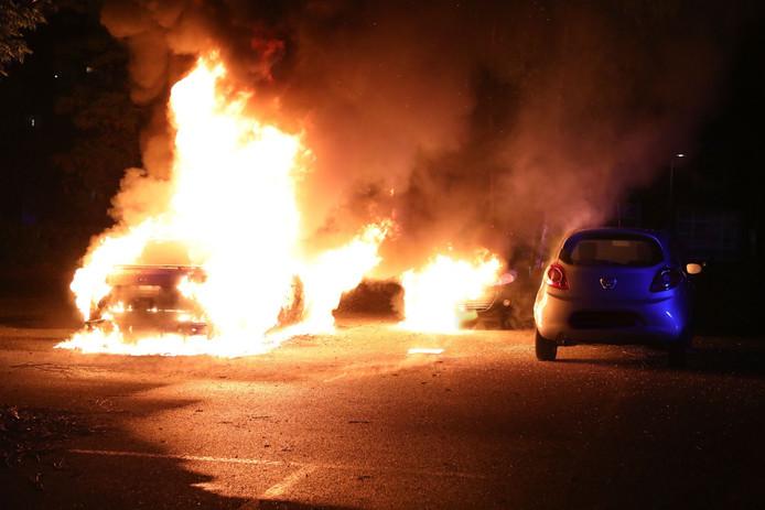 Autobrand Oss op dinsdagnacht