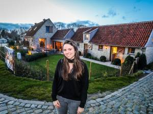"""BINNENKIJKER. Gezin Nys verbouwde vervallen boerderij tot parel van een vakantiewoning in gehucht met 23 inwoners: """"Ideaal om aan de drukte te ontsnappen"""""""