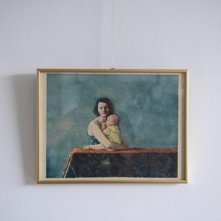 Een schilderij van een moeder met kind in de woning van Erik Beijen. Beeld Kiki Groot