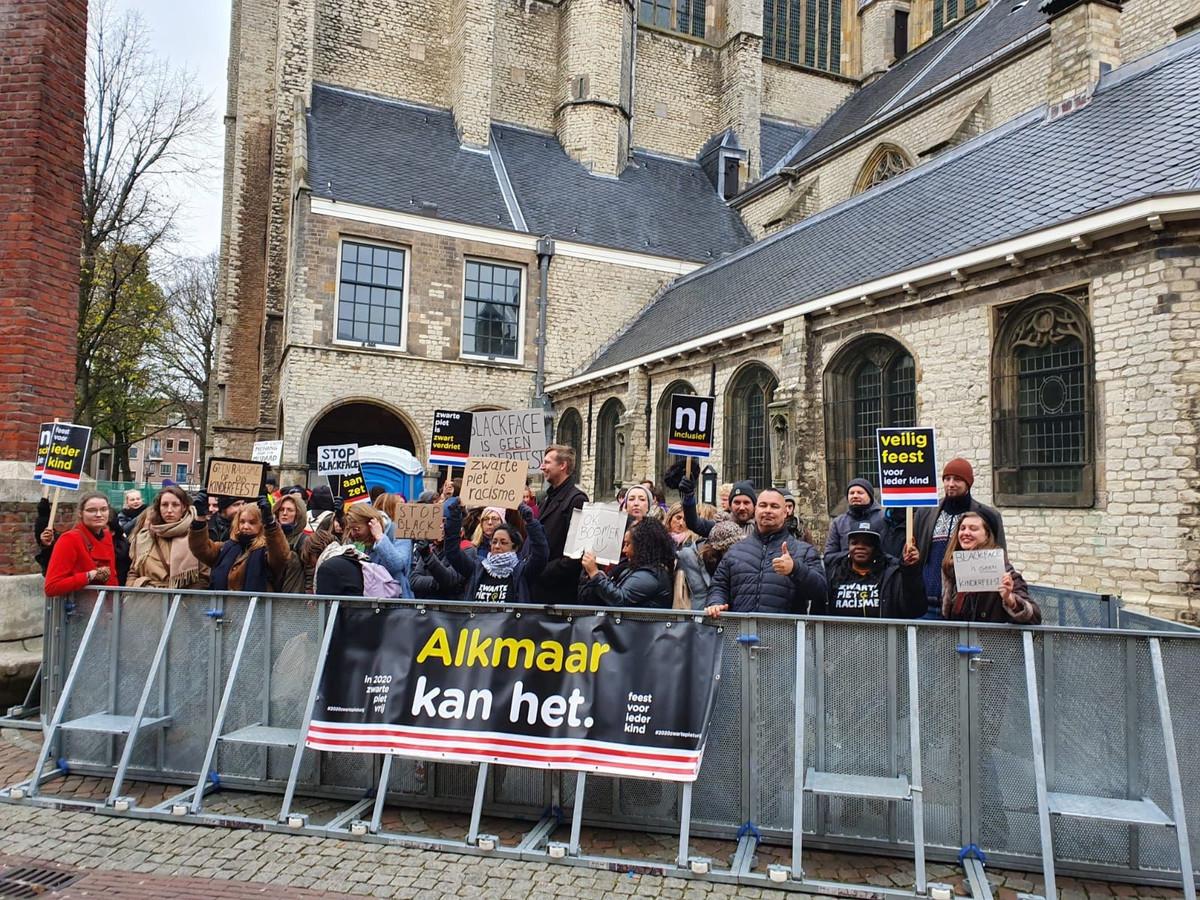 Het vak voor de anti-Piet-demonstranten in Alkmaar.