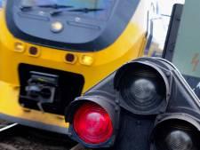 Honderden reizigers uit trein gehaald na aanrijding