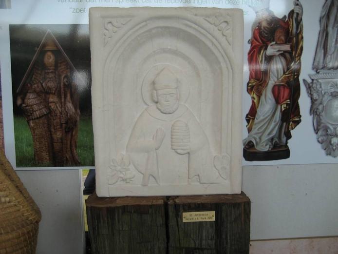 Het beeld van Ambrosius, gemaakt door Gerard van den Hurk.