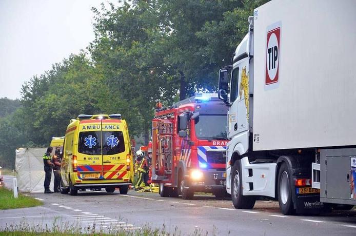 De man raakte de macht over het stuur kwijt na het inhalen van een vrachtwagen.