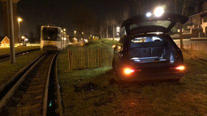 Kusttram botst met auto in De Haan