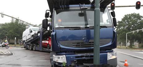 Dronken Poolse vrachtwagenchauffeur aangehouden nadat hij lantaarnpaal ramt in Oosterhout
