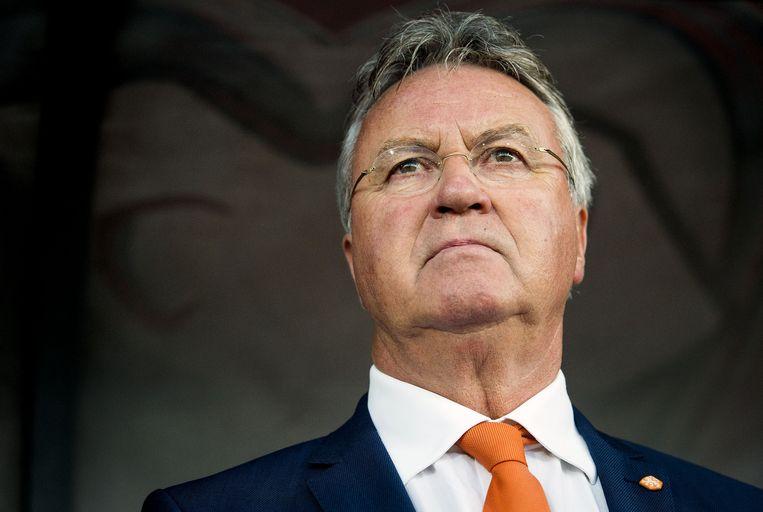 Bondscoach Guus Hiddink kijkt gespannen toe. Beeld anp
