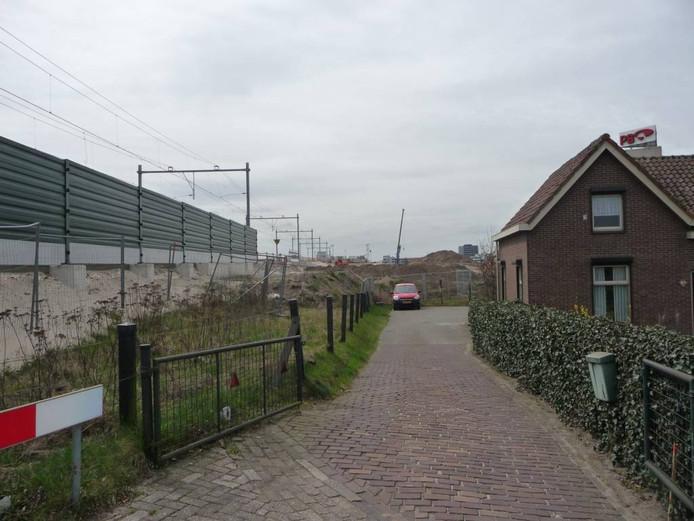 Buurtbewoners van de Weidestraat hebben overlast van het nieuwe spoor.