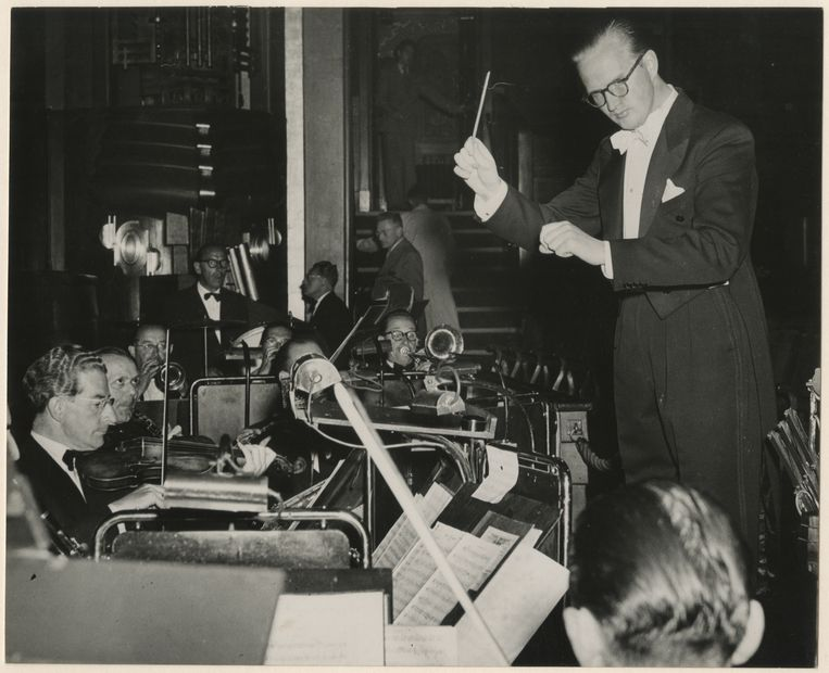 Dirigent Anton Kersjes in actie. Beeld Nederlands Muziek Instituut / Archief Anton Kersjes