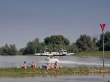 Politie samen met brandweer de Rijn op in strijd tegen te hard varen