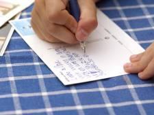 50 ans après, elle reçoit (enfin) une carte postale envoyée par sa fille